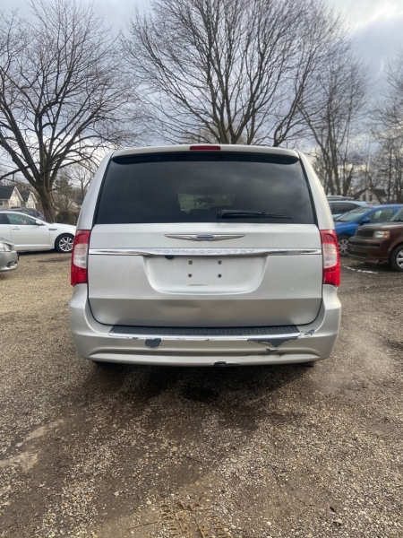 CHRYSLER TOWN AND COUNTR 2011 price $6,900