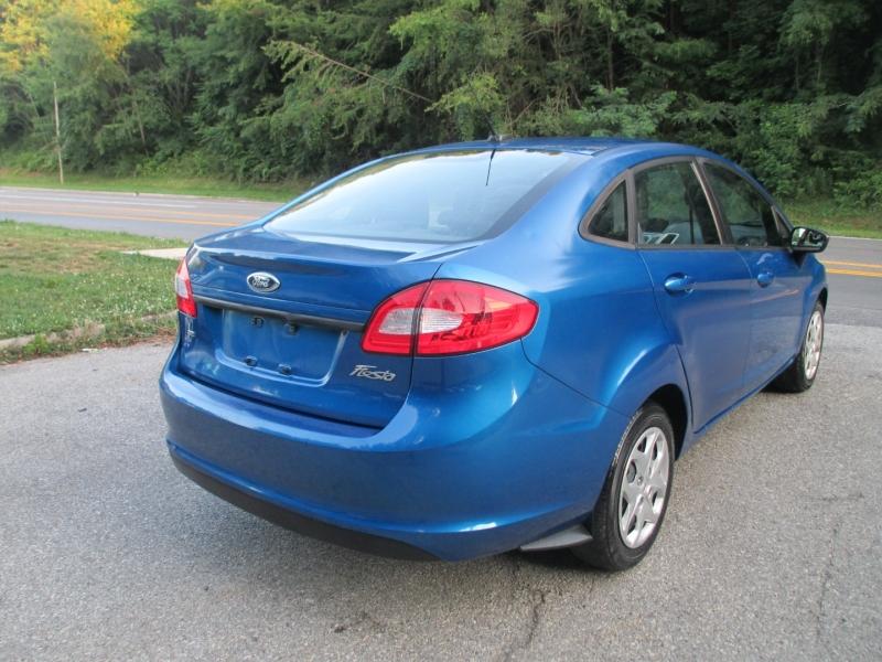 Ford Fiesta 2011 price $3,995