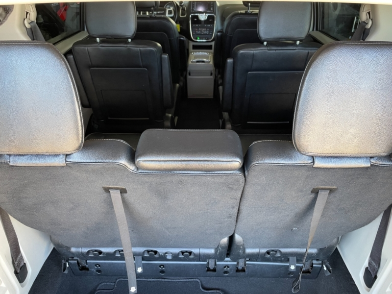Chrysler Town & Country 2016 price $13,995