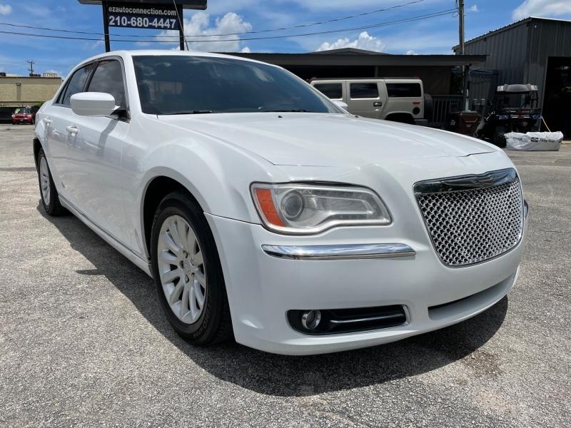 Chrysler 300 2013 price $13,995