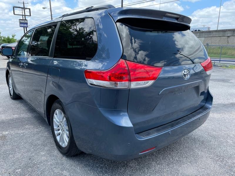 Toyota Sienna 2014 price $16,995