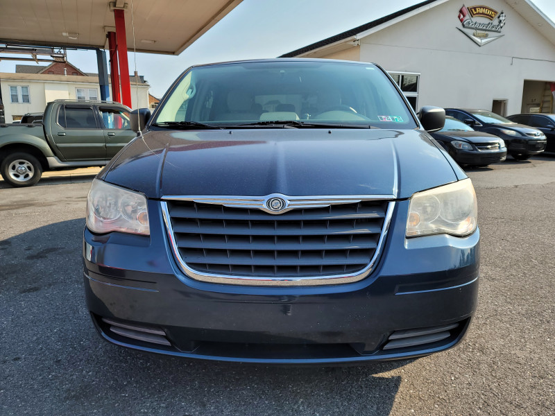 Chrysler Town & Country 2008 price $8,995