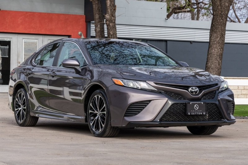 Toyota Camry 2018 price $15,998