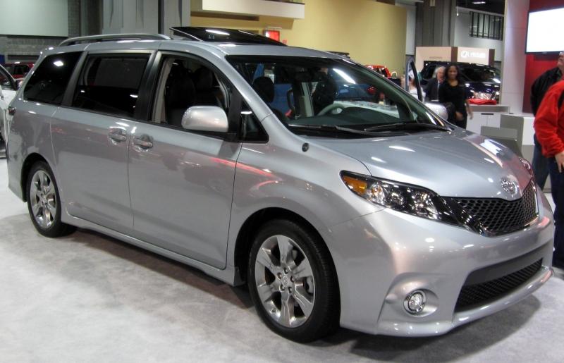 Toyota Sienna 2015 price $15,998