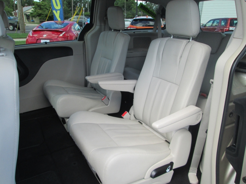 Chrysler TOWN & COUNTRY TOURING 2016 price $16,995