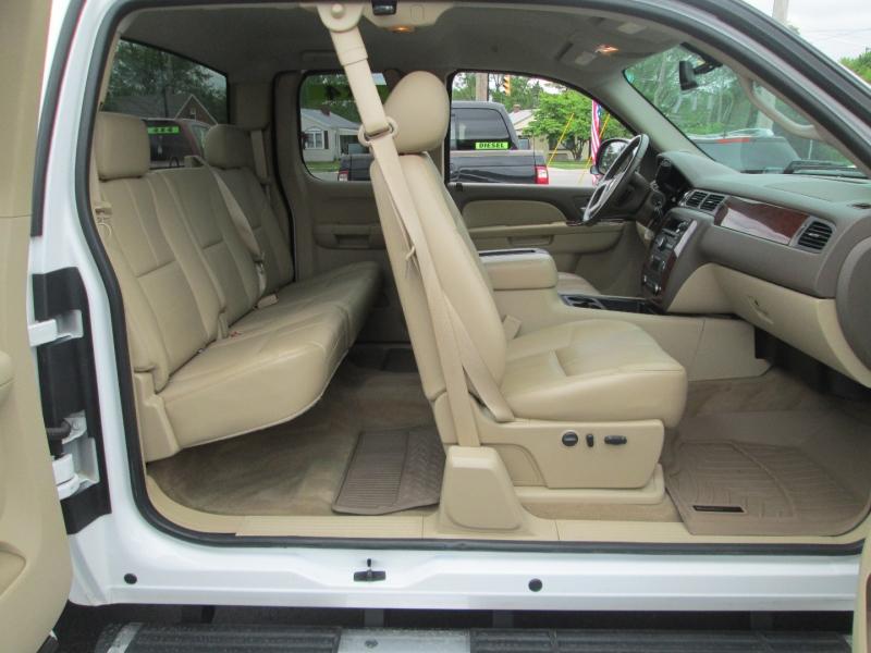 Chevrolet SILVERADO 2500HD EXT CAB LTZ 4X4 2011 price $24,995