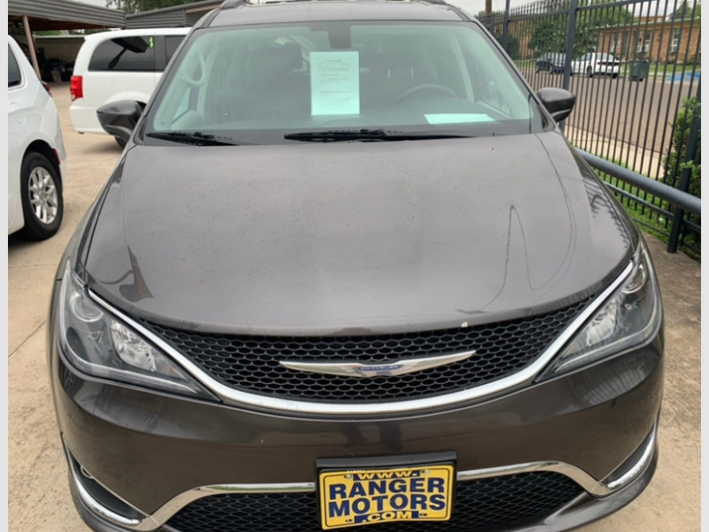 Chrysler Pacifica 2017 price $16,950