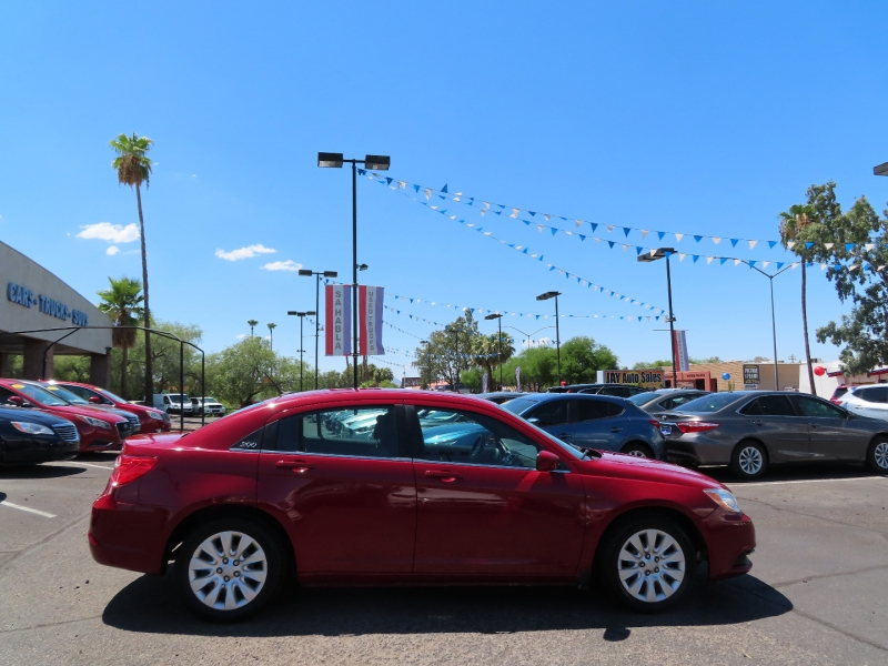 Chrysler 200-Series 2014 price $8,995