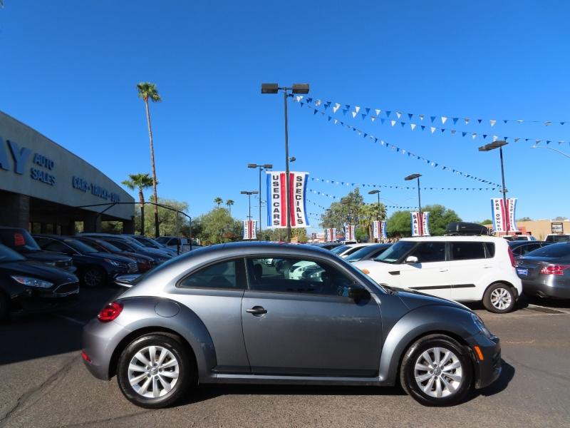 Volkswagen Beetle 2018 price $15,995