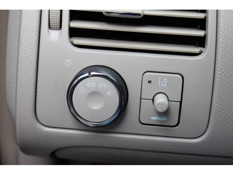 Buick Lucerne 2009 price $8,995