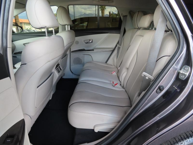 Toyota Venza 2015 price $21,995