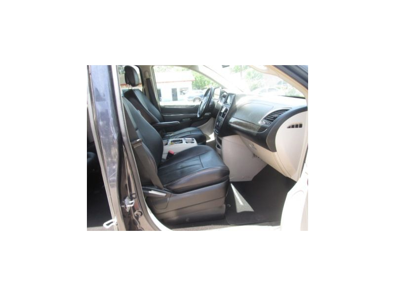 CHRYSLER TOWN & COUNTRY 2013 price $7,800