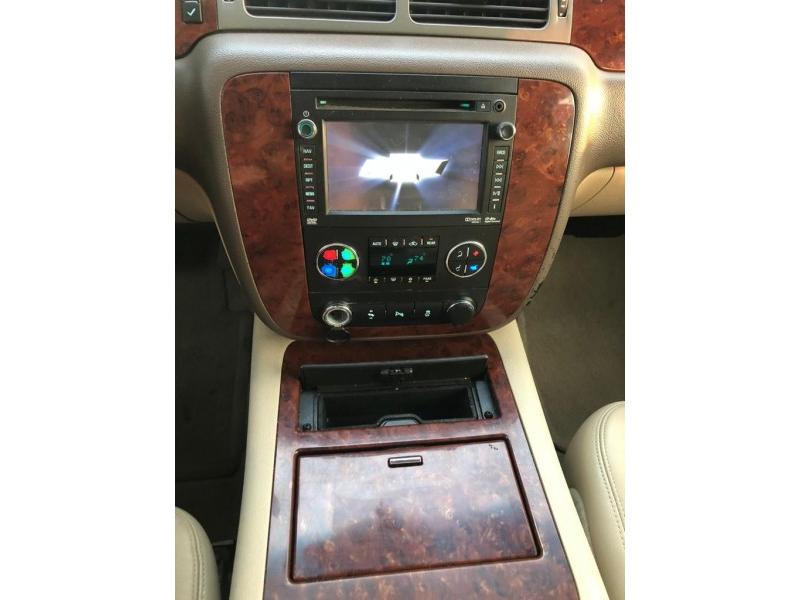 CHEVROLET SUBURBAN 2012 price $11,800