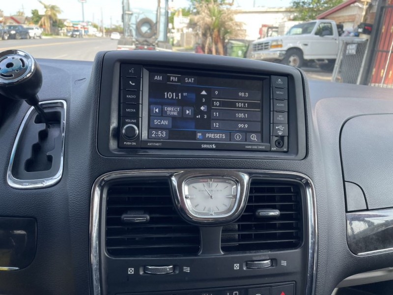 CHRYSLER TOWN & COUNTRY 2014 price $7,900