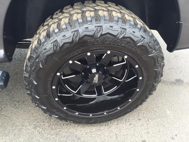 Dodge Ram Hemi Levantada! 18k millas!! 2015 price $2,500 Down!!