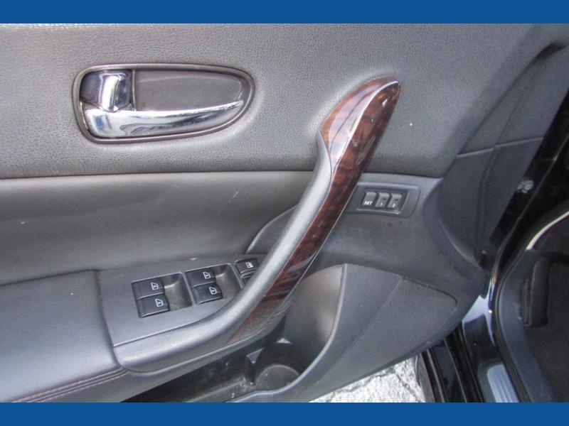 Nissan Maxima 2011 price $8,900
