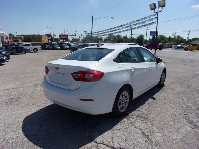 Chevrolet Cruze 2019 price $14,995