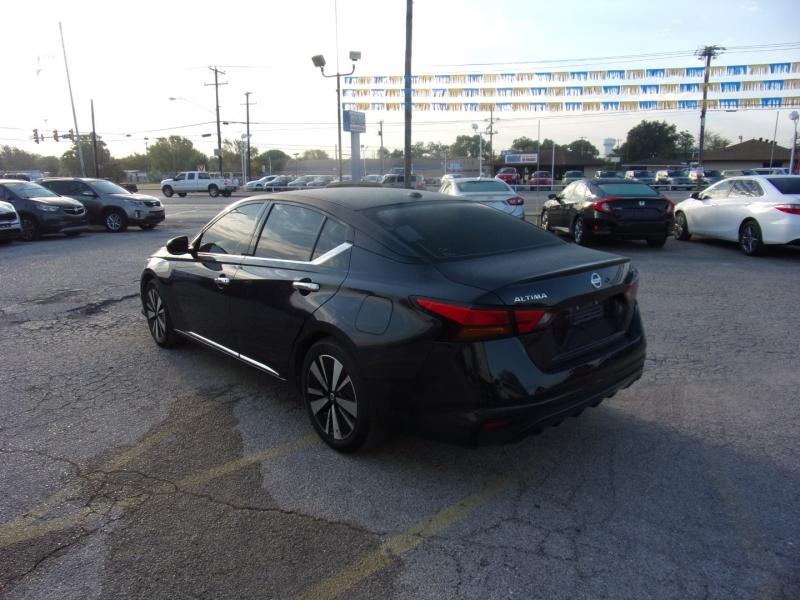 Nissan Altima 2019 price $18,500