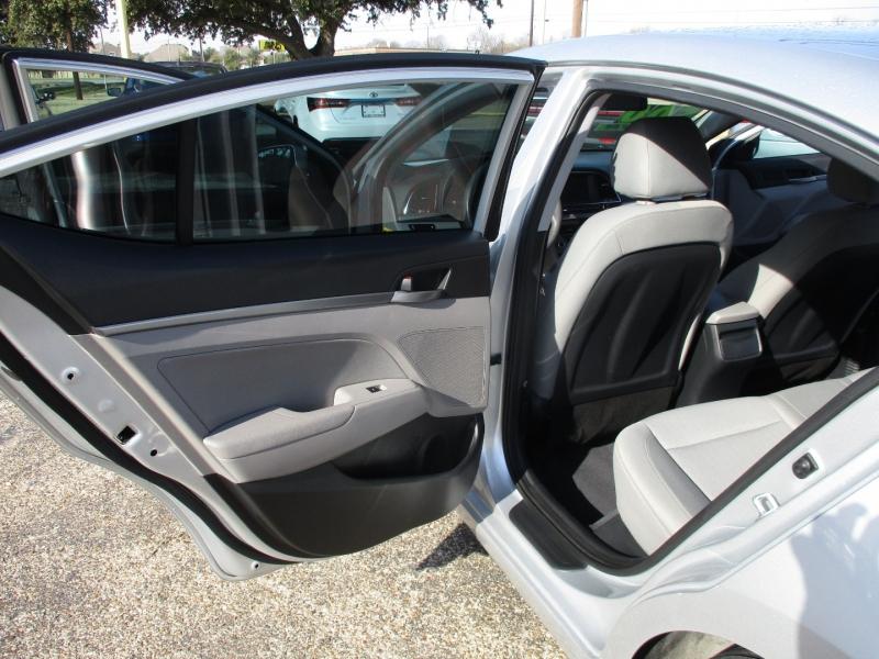 Hyundai Elantra 2017 price $9,495