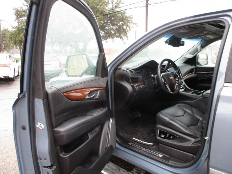 Cadillac Escalade 2016 price $39,995