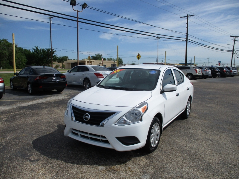 Nissan Versa Sedan 2019 price $11,995