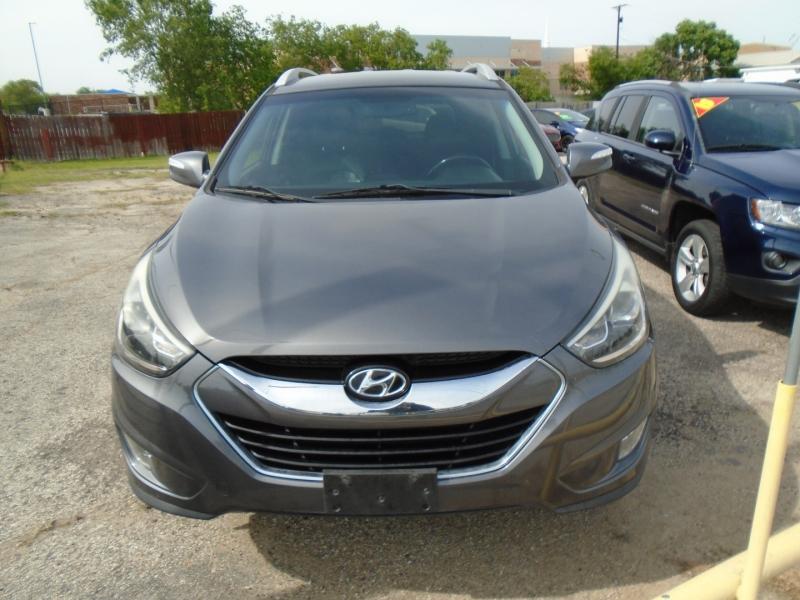 Hyundai Tucson 2015 price $15,995