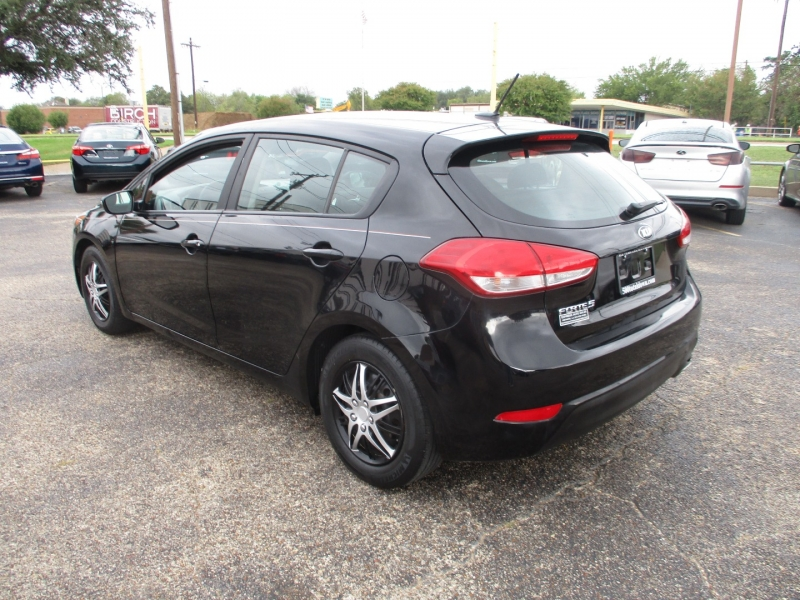 Kia Forte5 2017 price $13,995