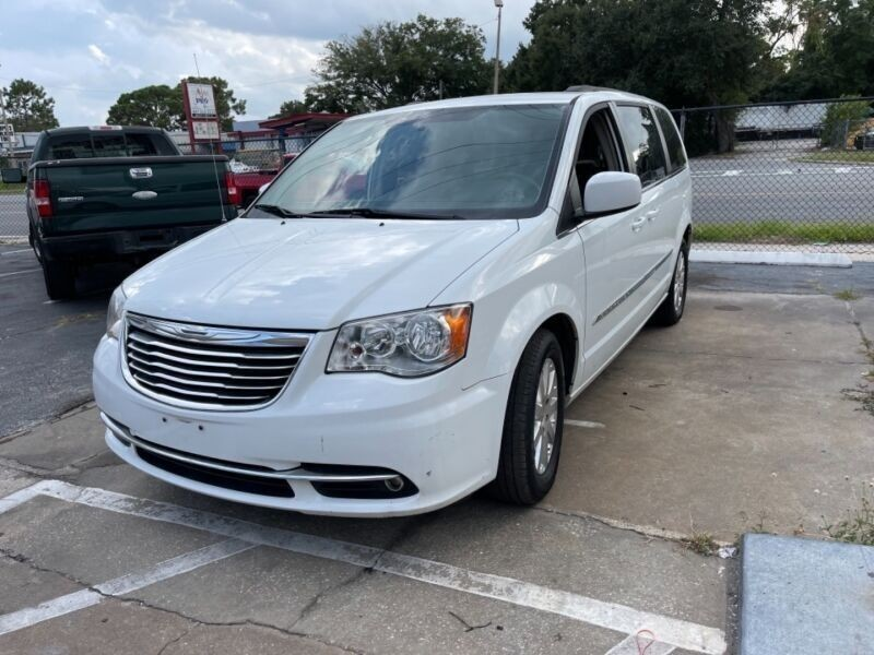 Chrysler Town & Country 2015 price $5,995