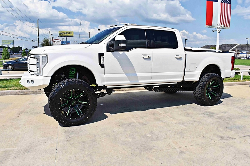 Ford F-250 Platinum 4X4 Lifted 2017 price $73,900
