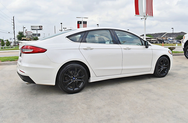 Ford Fusion 2019 price $18,900