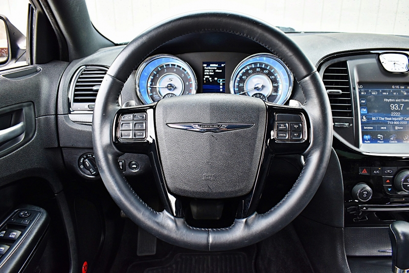 Chrysler 300 S 5.7L V8 HEMI 2013 price $18,900
