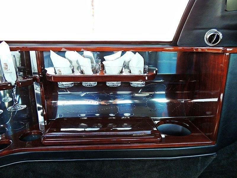 Lincoln Town Car Limousine Executive 2004 price $9,900