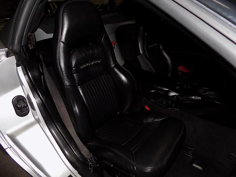 Chevrolet Corvette 2001 price $13,995