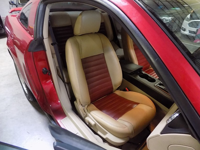 Ford Mustang 2005 price $4,995