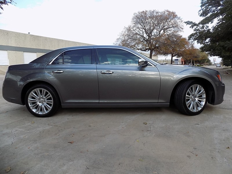 Chrysler 300C HEMI 2012 price $14,995