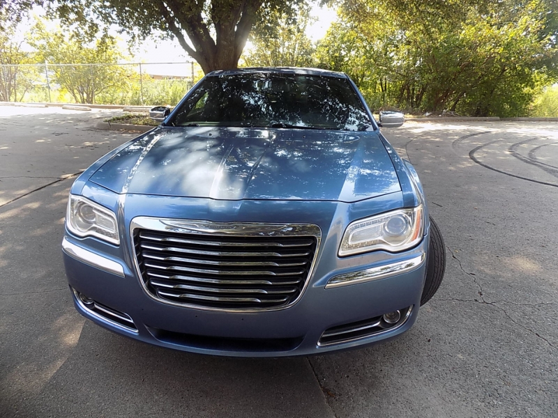 Chrysler 300 LIMITED 2011 price $9,995