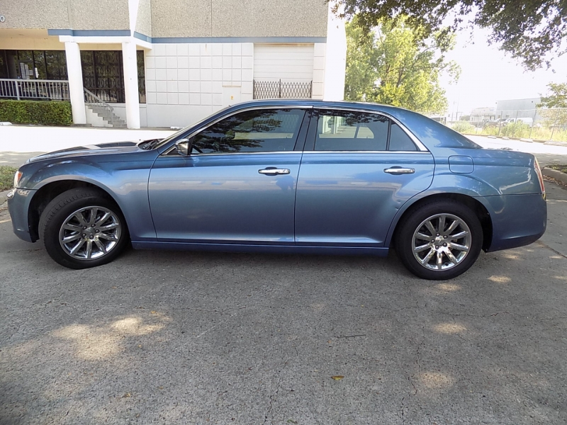 Chrysler 300 LIMITED 2011 price $8,995