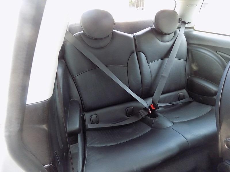 Mini Cooper Hardtop 2009 price $9,995