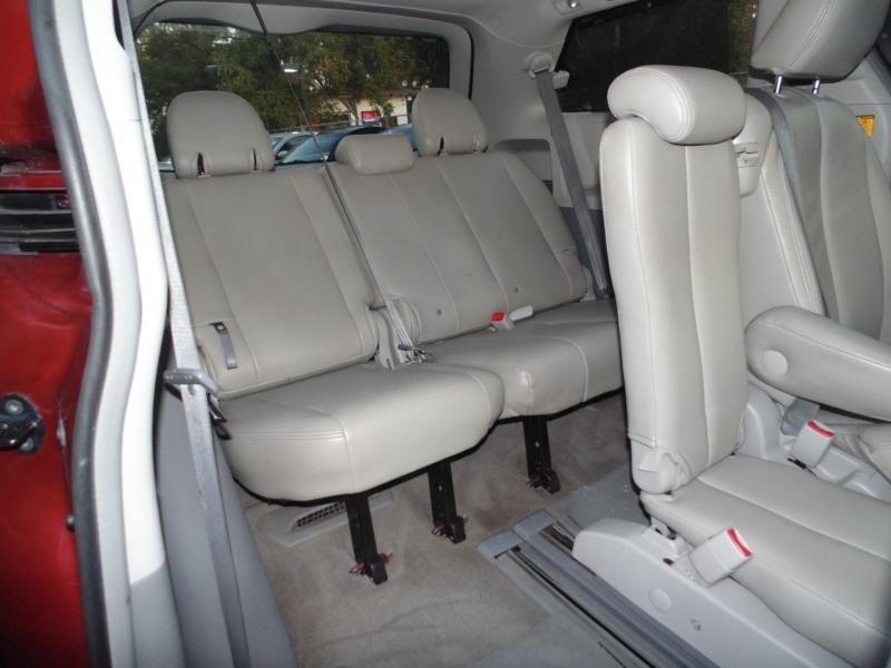 Toyota 5dr 7-Pass Van V6 LE 2012 price $13,495