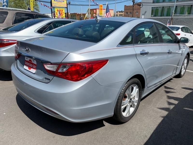 Hyundai Sonata 2011 price $9,100