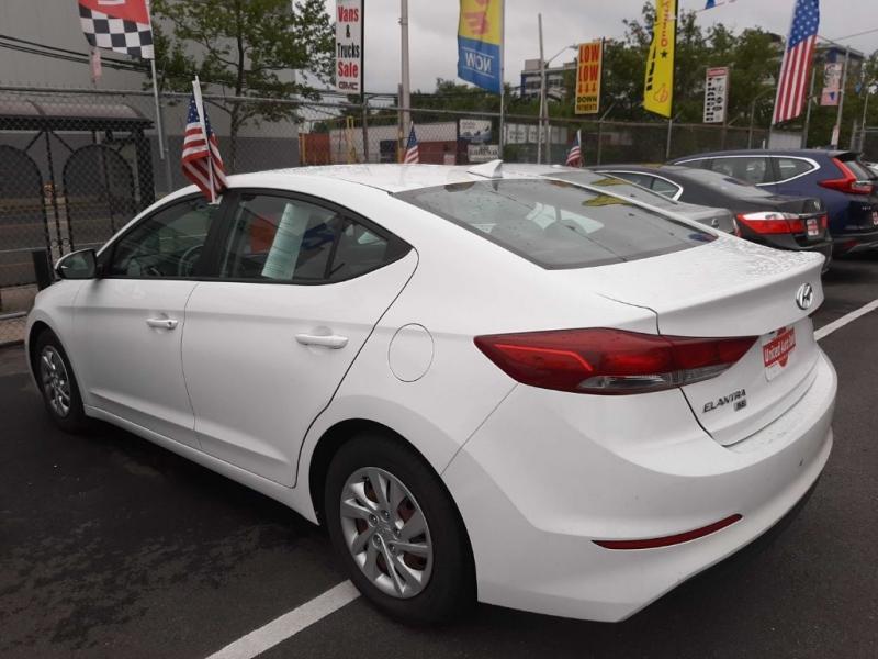 Hyundai Elantra 2017 price $12,700