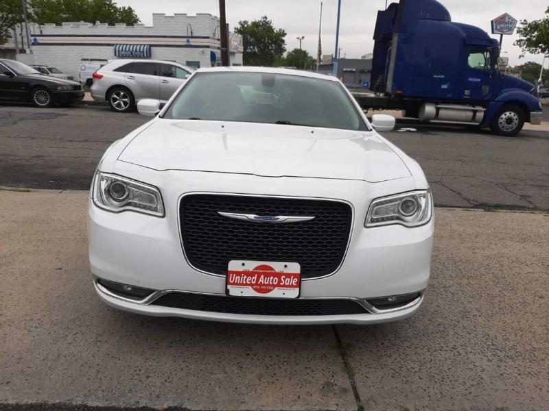 Chrysler 300 2017 price