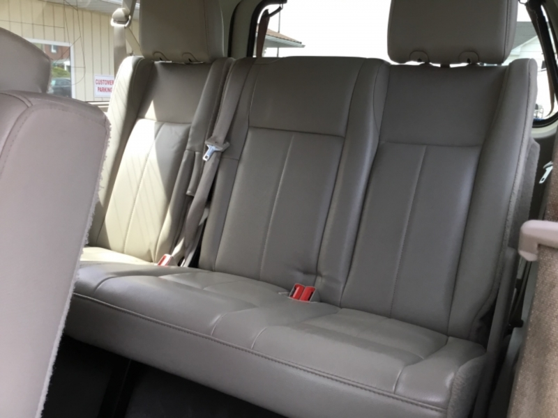 Ford Expedition EL 2013 price $25,995