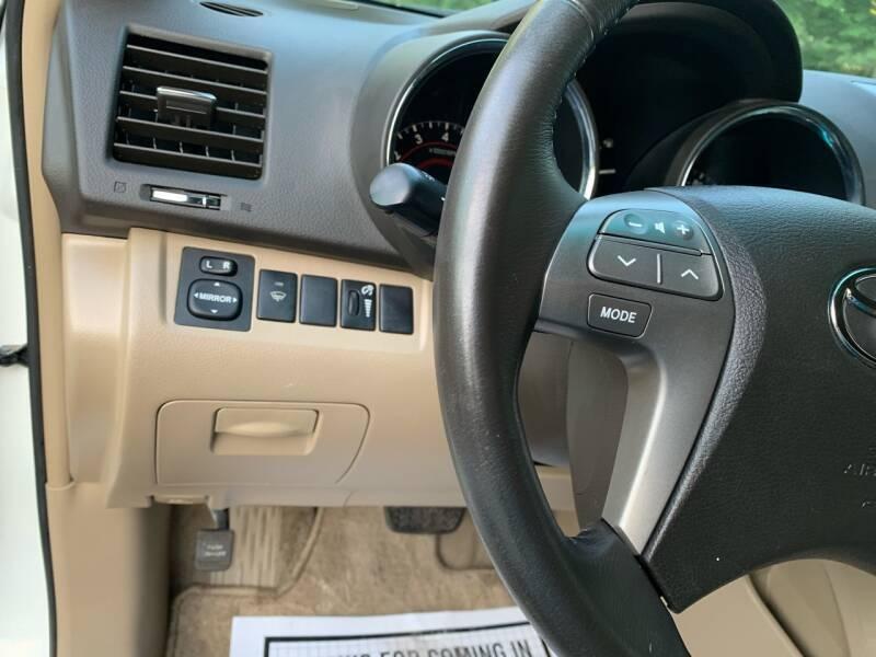 Toyota Highlander 2008 price $10,497