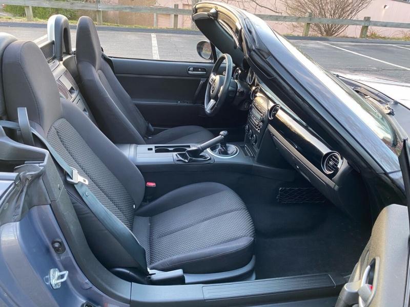 Mazda MX-5 Miata 2006 price $9,400