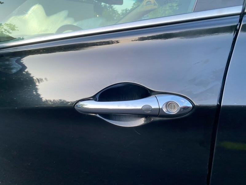 Hyundai Sonata Hybrid 2012 price $8,497