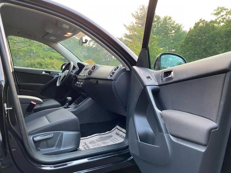 Volkswagen Tiguan 2010 price $7,997