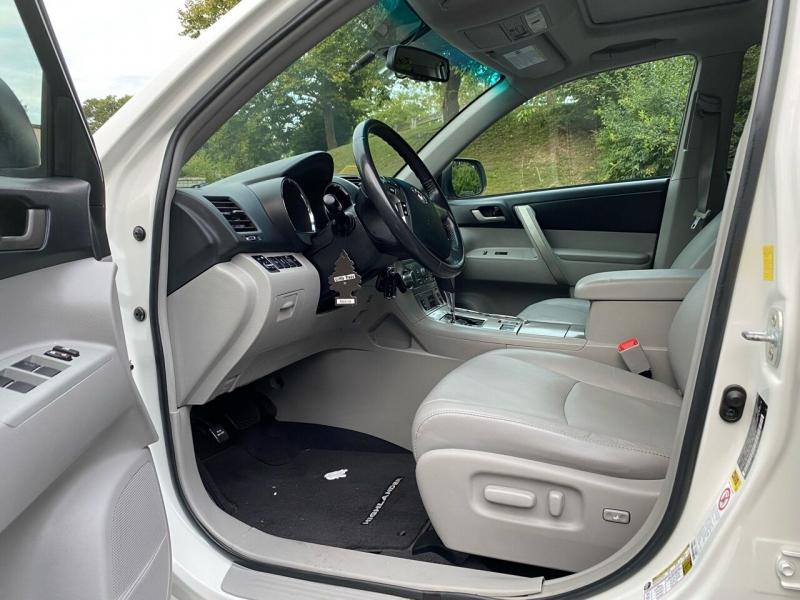 Toyota Highlander 2011 price $13,997