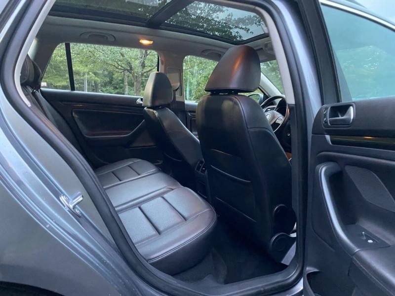 Volkswagen Jetta 2011 price $8,997