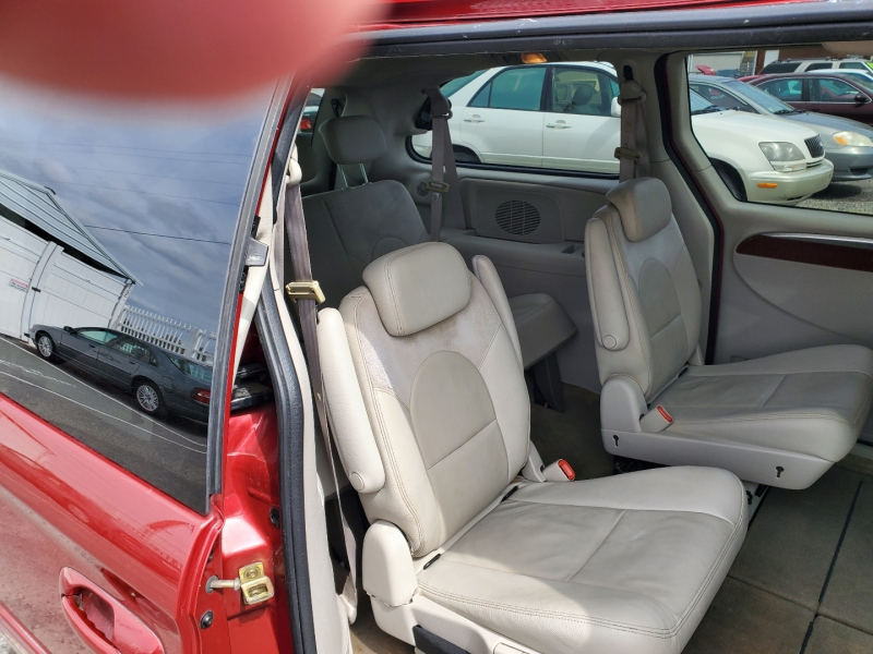 Chrysler Town & Country 2005 price $4,495